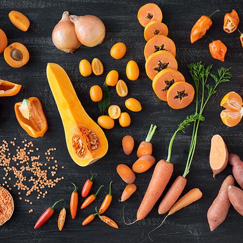 Coma frutas y verduras de temporada.